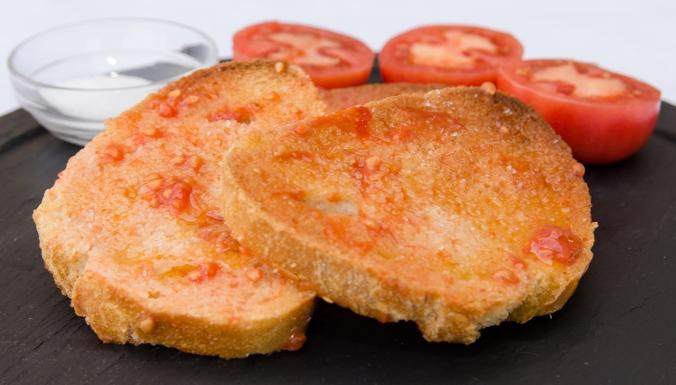pan-con-tomate-pa-amb-tomaquet-receta-bruja